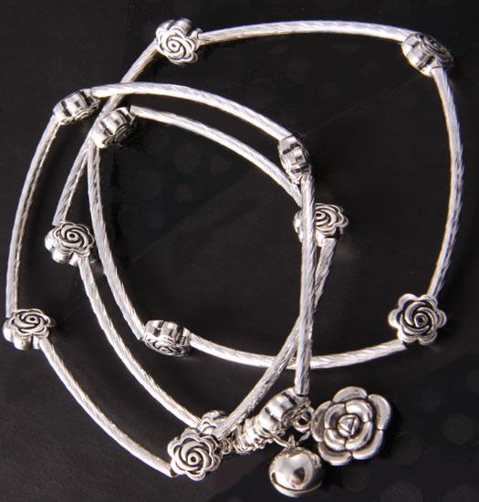 Bracelet and necklace rose
