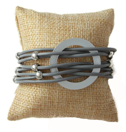 Armband captured circle