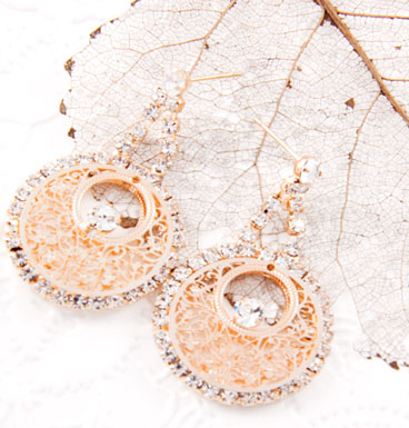 Oorbellen Red golden dangling circle with strass