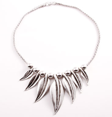 Necklace Black Willow