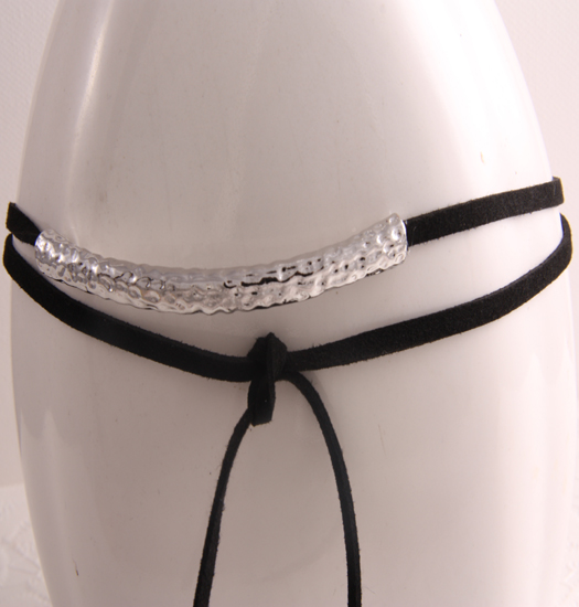Choker long with Hammered details
