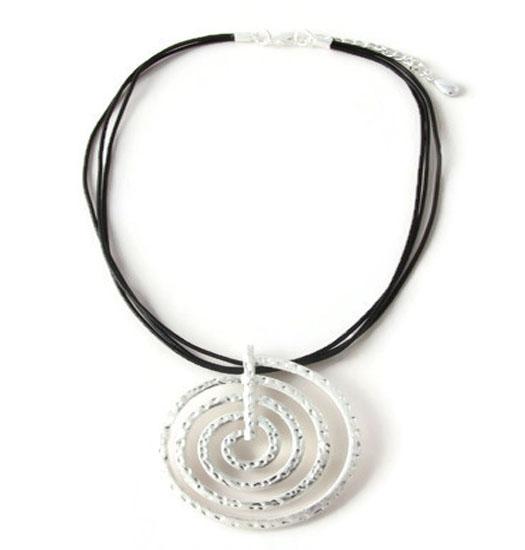 Necklace Twirl