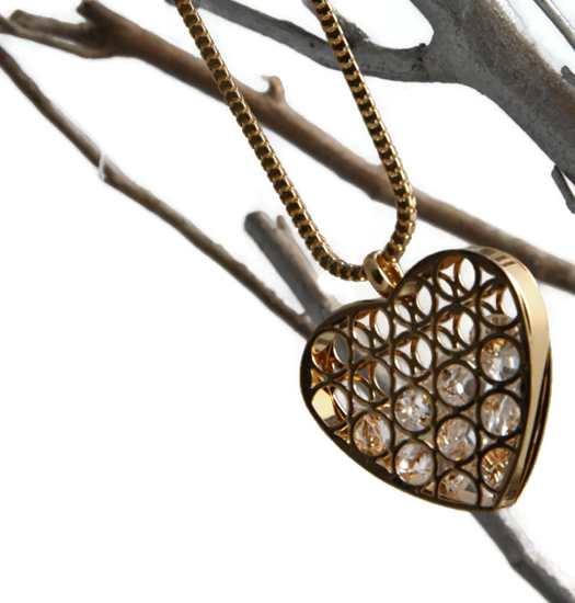 Ketting heart filled with crystals