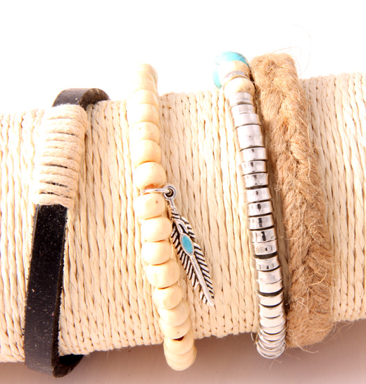 Set Feather, rope and wood