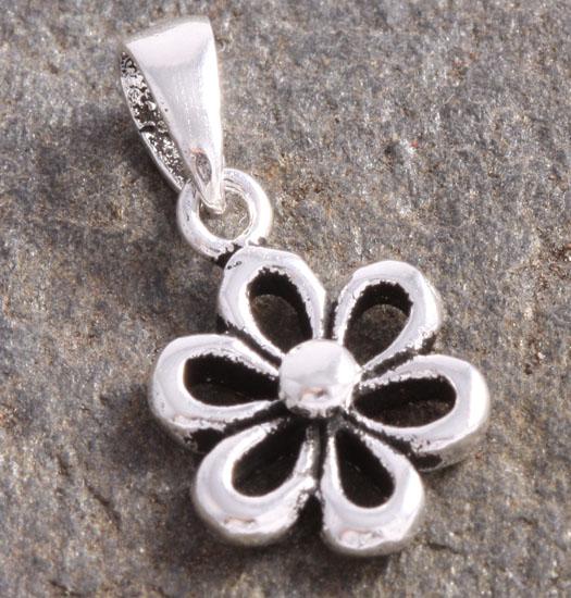 Silver Luck Charm Pendant Daisy