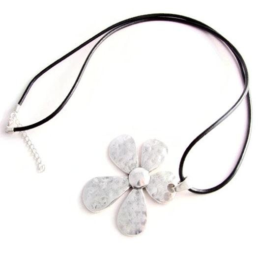 Necklace Primula
