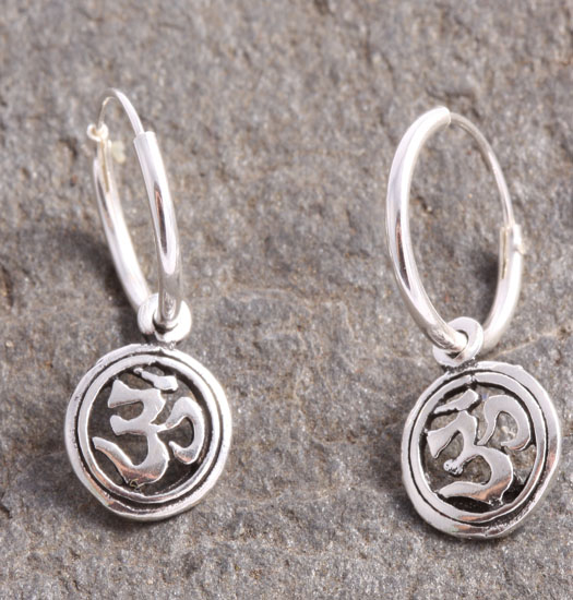 Silver Luck Charm Earring Ohm